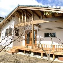 アンティーク家具と暮らす、アンティークになる平屋の住まい。/福津市