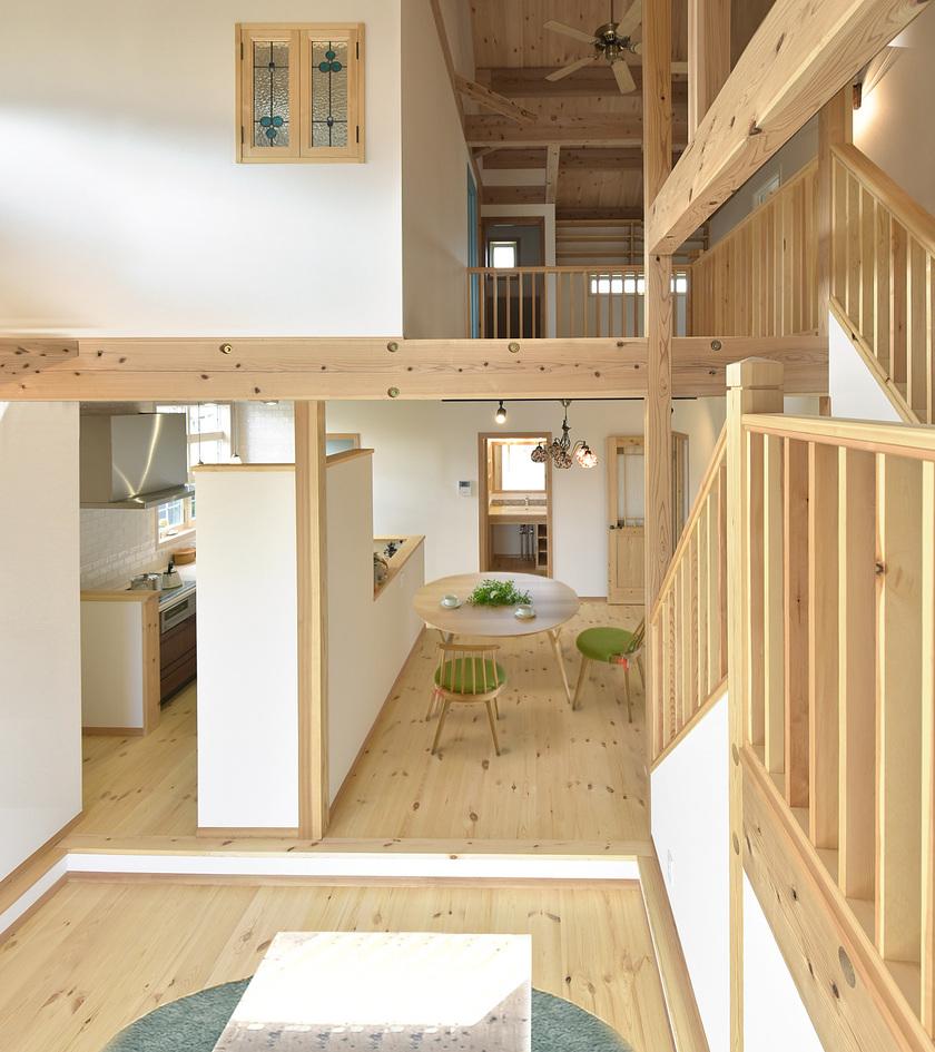 住宅街、景色も楽しむ高さを利用した空間使い。/福岡市城南区